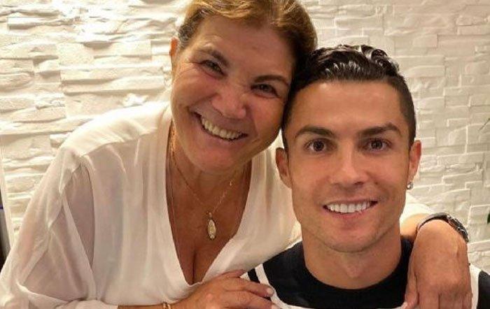 """La madre de Cristiano Ronaldo le hace una sorprendente petición """"antes de morir"""" (y tiene que ver con el futuro del luso)"""