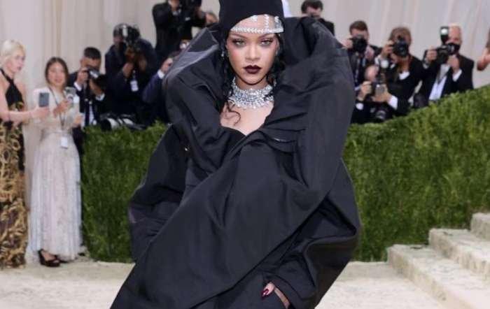 La ex de Benzema, Rihanna burla la censura con un mini vestido del que casi se le ve todo en Instagram